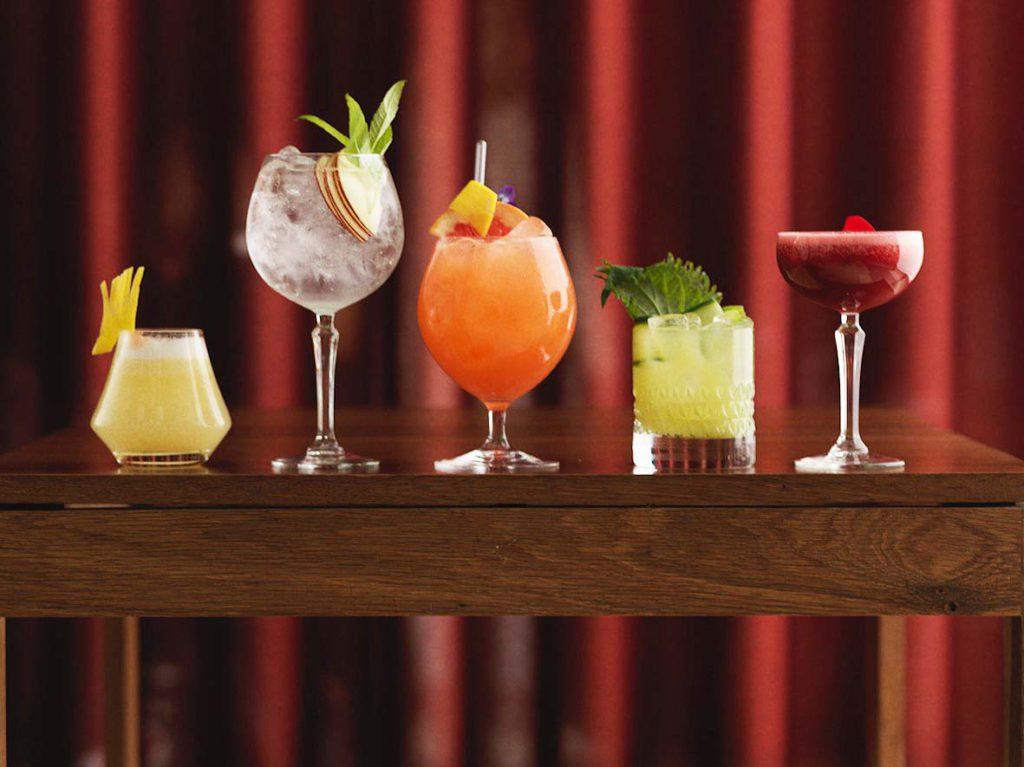På Namu älskar vi cocktails och har tagit fram en spännande och unik meny där man hittar både gamla klassiker och kreativa fusioncocktails.