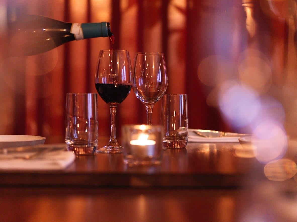 Vin går utmärkt tillsammans med koreansk mat – vi har tagit fram en unik vinlista som passar perfekt till maten vi serverar.